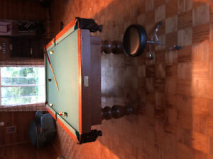Very nice pool table canadian built