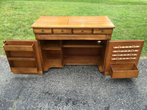 Singer 778 Touch-N-Sew Solid Maple Sewing Cabinet West Island Greater Montréal image 2