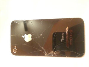 iPhone 4 (Smashed Screen)