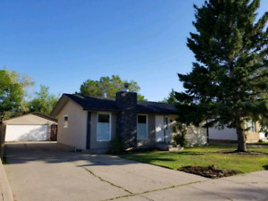 4 Bdrm Bungalow For Rent in Sunningdale