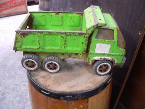 vieux camion tonka antique a différent prix