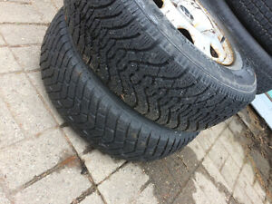 215 70 R15 x 2 winter tires honda CR-V