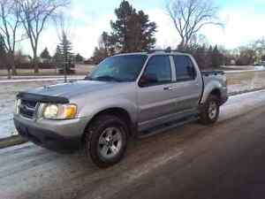 2005 Ford Explorer XLT Sport Trac Great condition