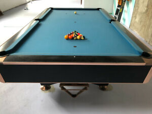 Pool/Snooker Table w accessories