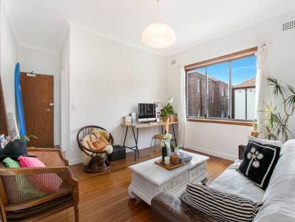 BRIGHT & SUNNY ONE BEDROOM UNIT