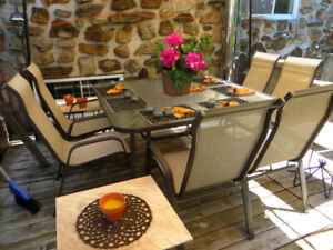 SET DE PATIO, TABLE ET 6 CHAISES