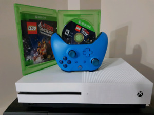 Xbox ONE S 500G with Blue controller and The Lego Movie game.