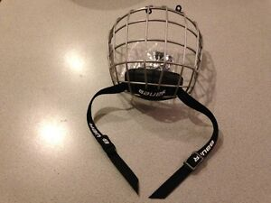 Brand New BAUER Hockey face cage FM1800 Junior Small West Island Greater Montréal image 1