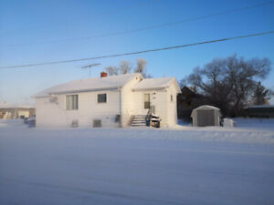 House for Sale on Yellowhead Highway SK(Foam Lake)