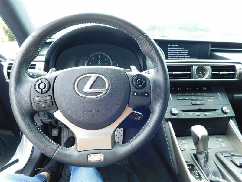 Image 9 Voiture Asiatique d'occasion Lexus IS 2015