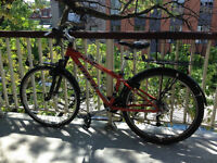 Women's XS Trek mountain bike - in great condition! Rare size!