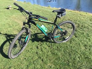 Velo de montagne Specialized Hardrock 2014 Mountain bike