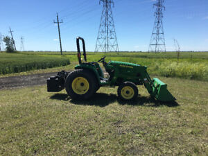 John Deere 3032e and implements