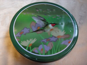 Ruby Throated Hummingbird Decorated Green & Gold Round Tin