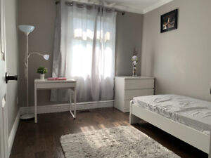 Homestay Student (F) Wanted- 2 minutes walk to Kennedy Station