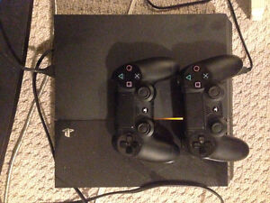 PLAYSTATION 4  500GB, 2 CONTROLLERS AND GAMES