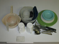 BOX OF CAMPING DISHES (REDUCED)