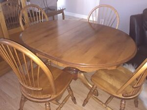 Table with 4 chairs, good condition