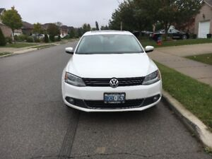 2011 VW Jetta Highline-great condition!