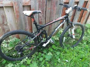 vélos tout terrain noir