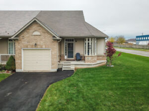 STYLISH & SPACIOUS SEMI-DETACHED BUNGALOW IN BEAMSVILLE!