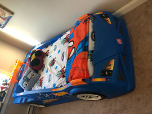 Step2 Hot Wheels Toddler-to-Twin Race Car Bed! Mint condition