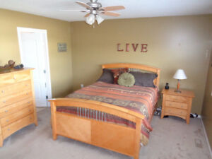 EUC complete queen bedroom set maple wood