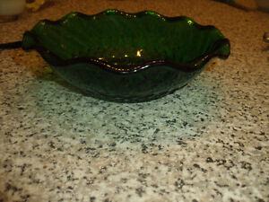 Vintage Anchor Hocking Glass Bowl in Emerald Green. West Island Greater Montréal image 3