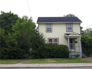 3 Bed/ 2 Bath with Super Large Yard for Rent!