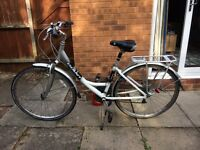 Giant ladies commuter bike bicycle - front suspension 7 speed