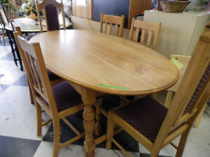 Antique Oak Table & 6 Chairs.