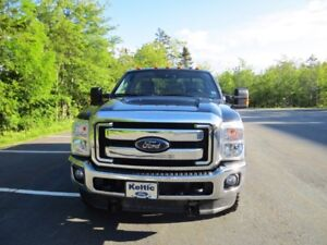 Ford F-250 SRW Super Duty Pick-up and Snow Plow