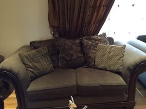 2 sofas for sale at only $200:00 Gatineau Ottawa / Gatineau Area image 2