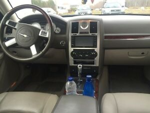 Chrysler Luxory 300C V8 HEMI 2010 (37000km) serious offers only West Island Greater Montréal image 6