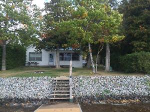 Barry's Bay Lake Kaminiskeg 3 bedroom, 2 bathroom Cottage
