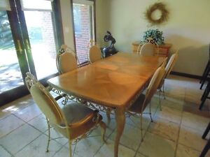 Elegant 7 piece table and chairs