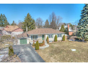Well Kept Bungalow in Desirable Ancaster Location!