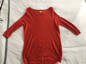 WILFRED Aritzia Red knit 3/4 sleeve sweater