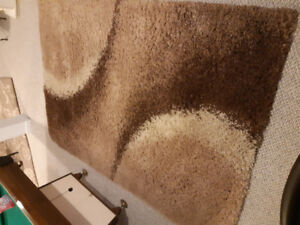 5x8 shag area rug in mint condition, brown and beige