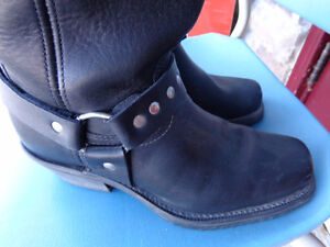 Ladies biker boots in 71/2   recycledgear.ca Kawartha Lakes Peterborough Area image 1
