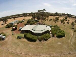 4x2 Home with the Option to Agist up to 2 HORSES Bullsbrook Swan Area Preview