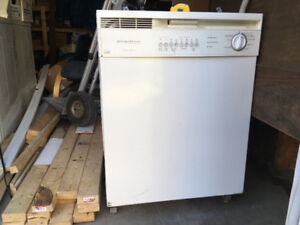 White frigidaire dishwasher 10 years old works fine