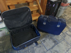 2 large suitcases with wheels, very good condition, $40 for both Sarnia Sarnia Area image 1