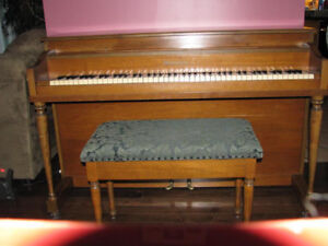 PIANO - Waddington Upright
