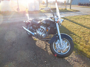 2001 LOW MILEAGE HONDA VALKYRIE (MAJOR REDUCTION) **FIRM**