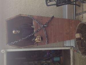 Halloween Coffin with Skeleton