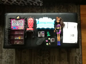 MONSTER HIGH COFFIN BEAN PLAYSET WITH CLAWDEEN DOLL COMPLETE