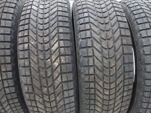 4 pneus hiver  245-65-17  Firestone Winter Force