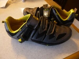 Mavic Road Biking Shoes size 9.5  (27.5)