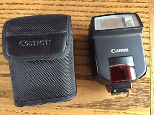 Canon 220 EX camera Flash - excellent